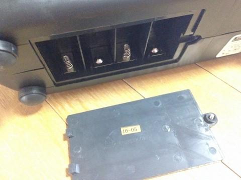 テニスパートナー トス用マシン(PB-2TG0024) 単2電池入れるところ