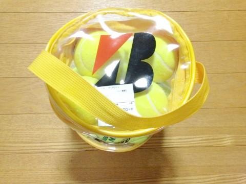 ブリヂストンのテニスボール ノンプレッシャー12個入り(BBA46BT)上から