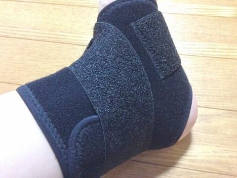 マクダビッドの足首サポーター「ストラップアンクルラップ」装着時うら