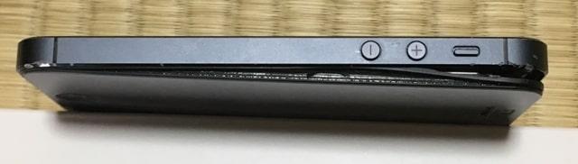 バッテリー膨張したiPhone5サイド1